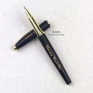 Bút Kim Loại Nắp Đậy Đen Cài Vàng BK22