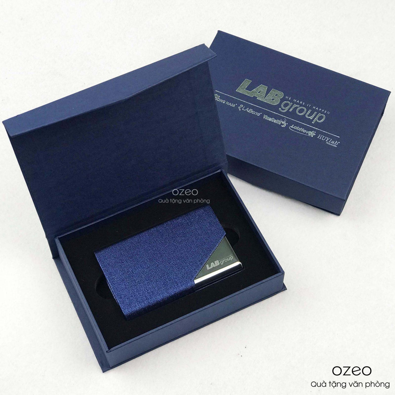 hop-dung-name-card-da-pu-xanh-nc020-khac-logo-LAB-group (1)
