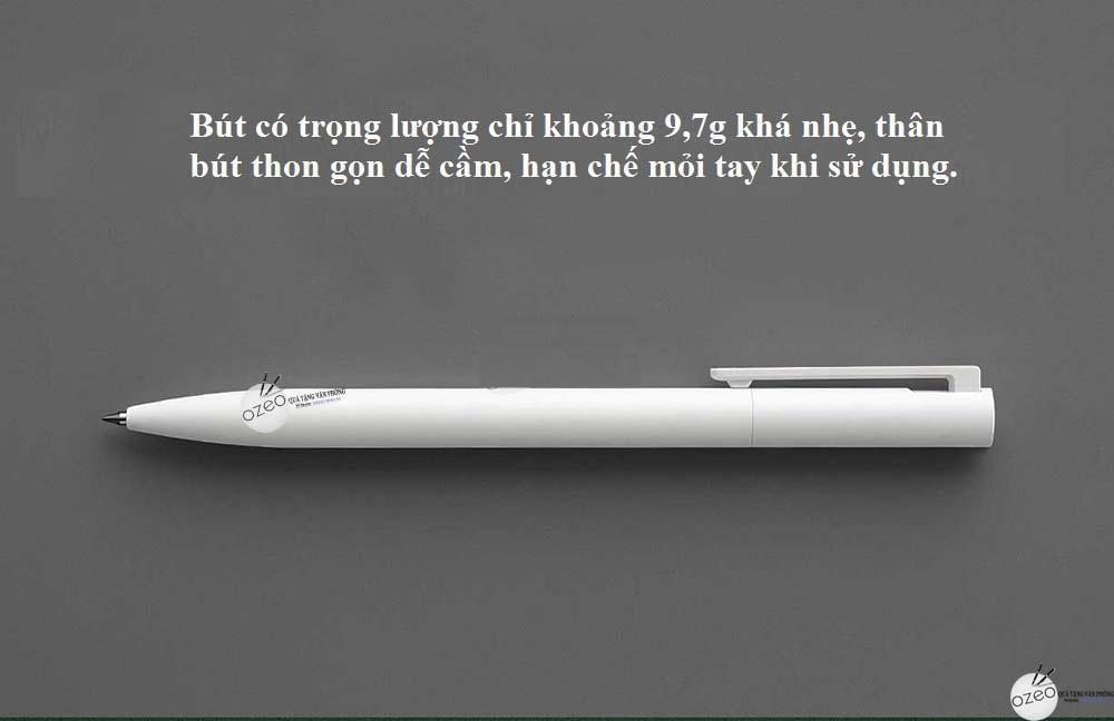 Bút có trọng lượng khá nhẹ ≈ 9.7g