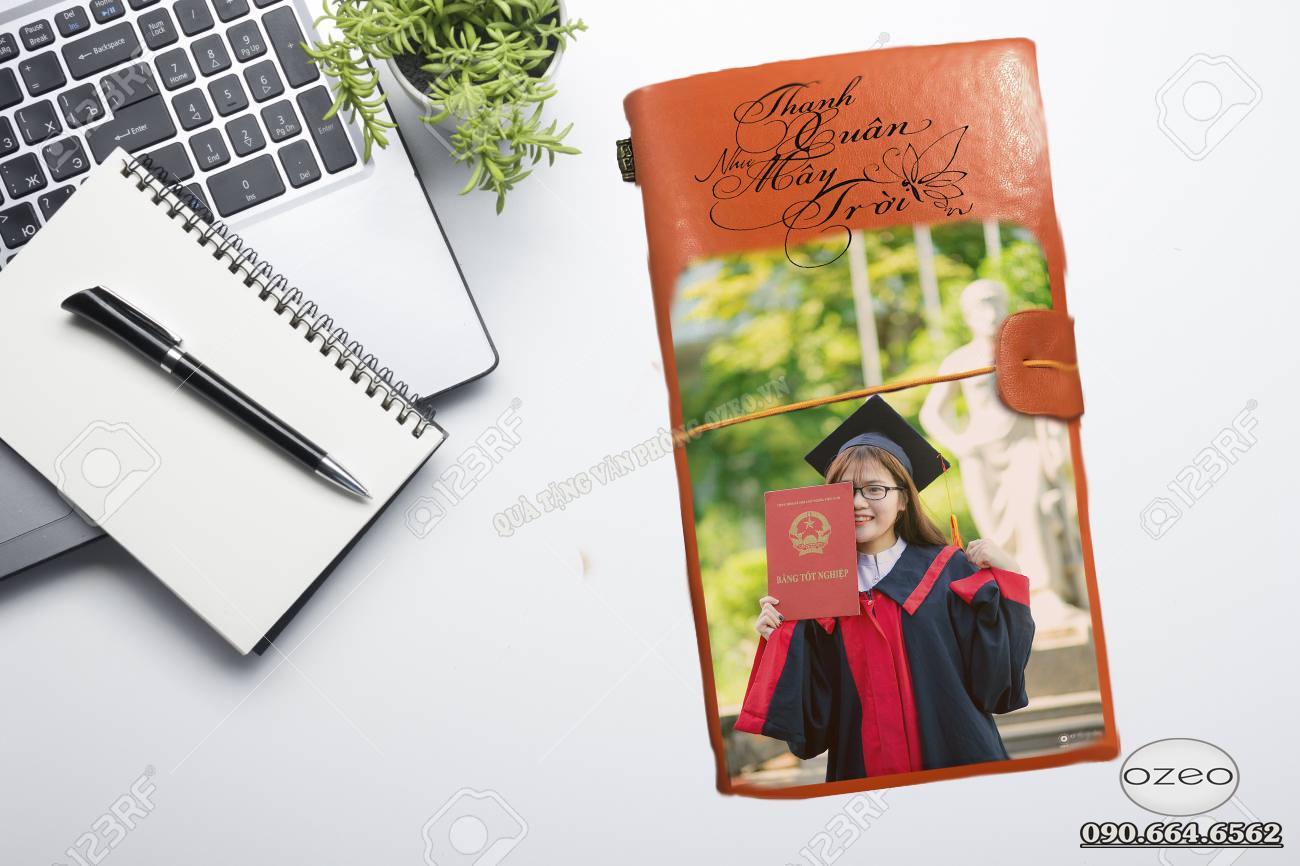 Quà tặng tốt nghiệp ý nghĩa cho sinh viên – sổ tay in hình kỉ niệm học trò