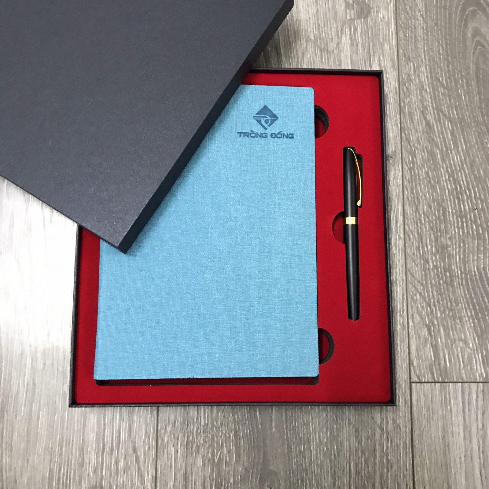 Bộ combo sổ da bìa còng xanh ngọc và bút kim loại BK22