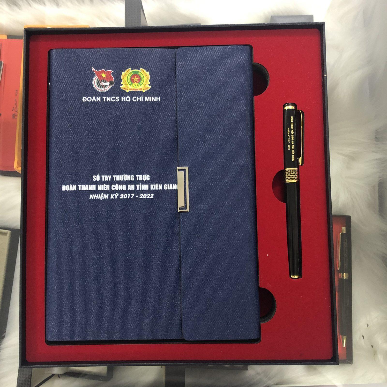 Bộ quà tặng sổ da 001 màu xám và bút ký BK061