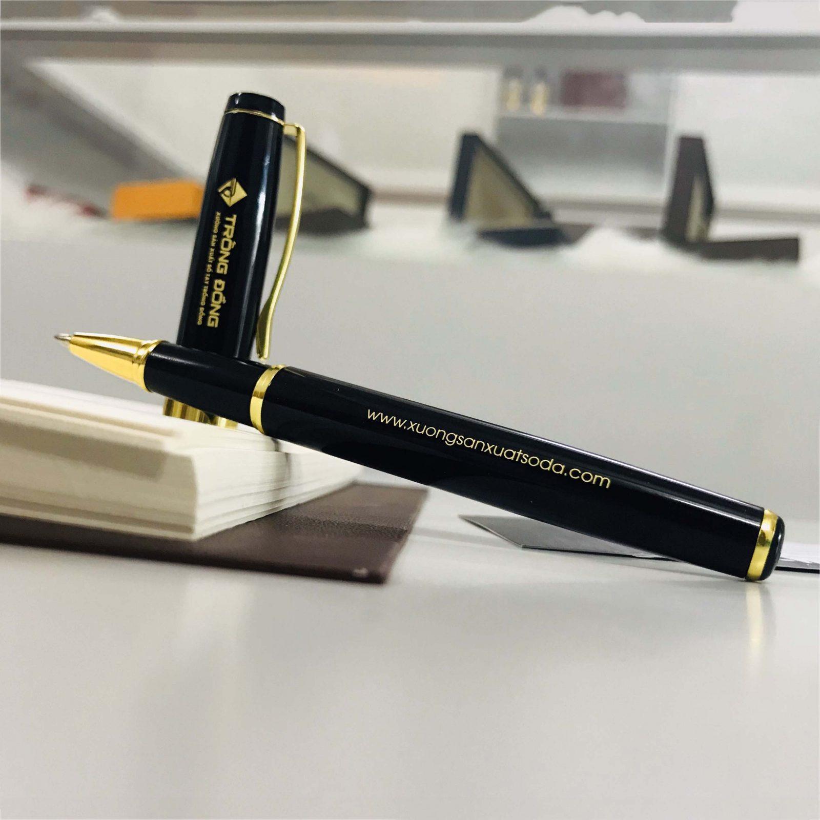Thân bút được thiết kế theo hình bầu rất đơn giản