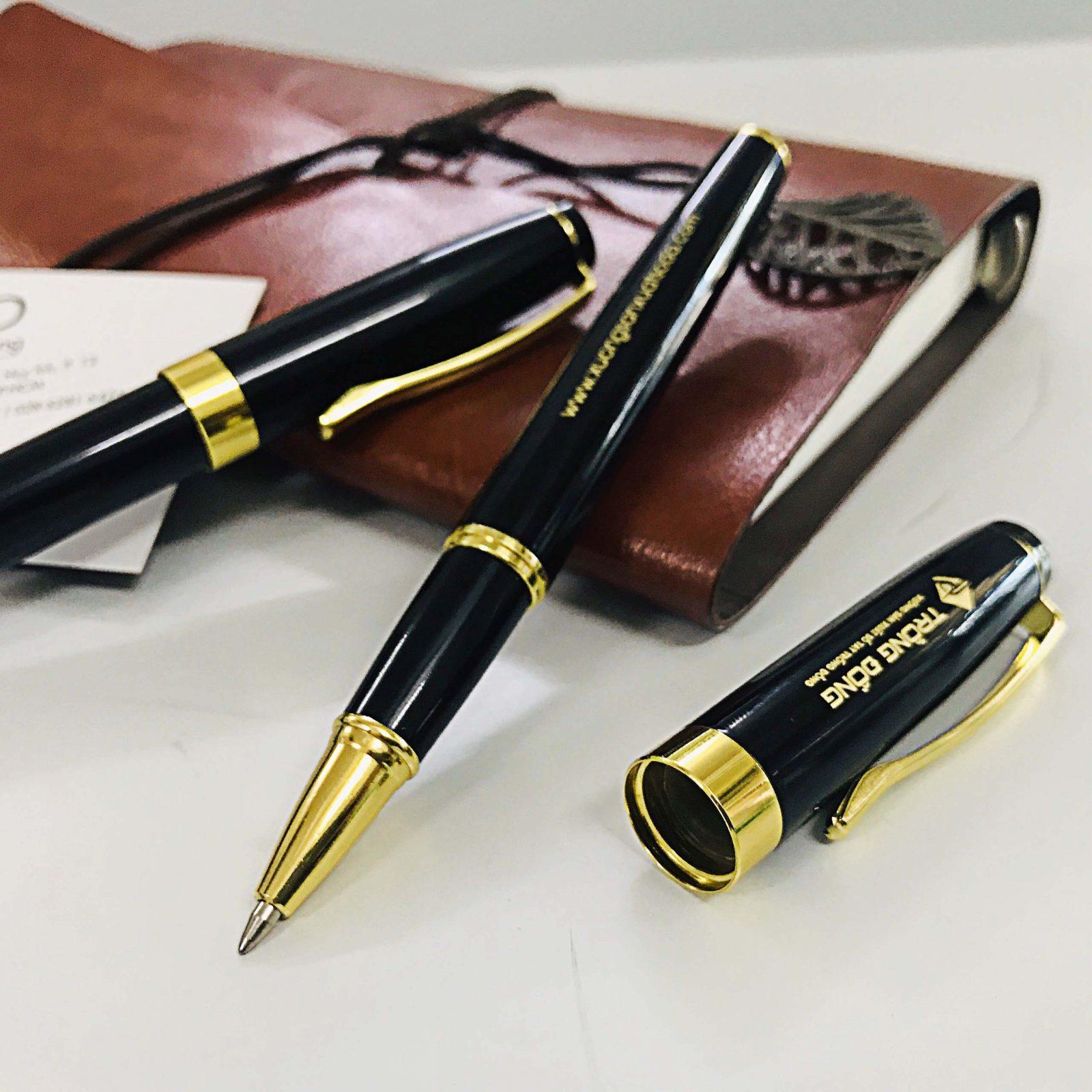 Chi tiết đường nét thiếtt kế của phần nắp và thân bút kim loại BK011