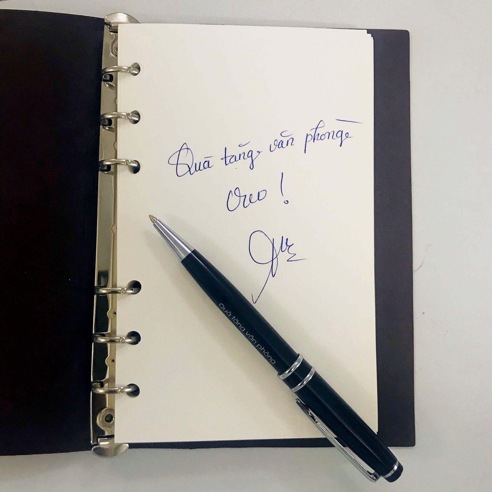 Bút kim loại BK010 viết trơn, êm, mực ra đều và liên tục.