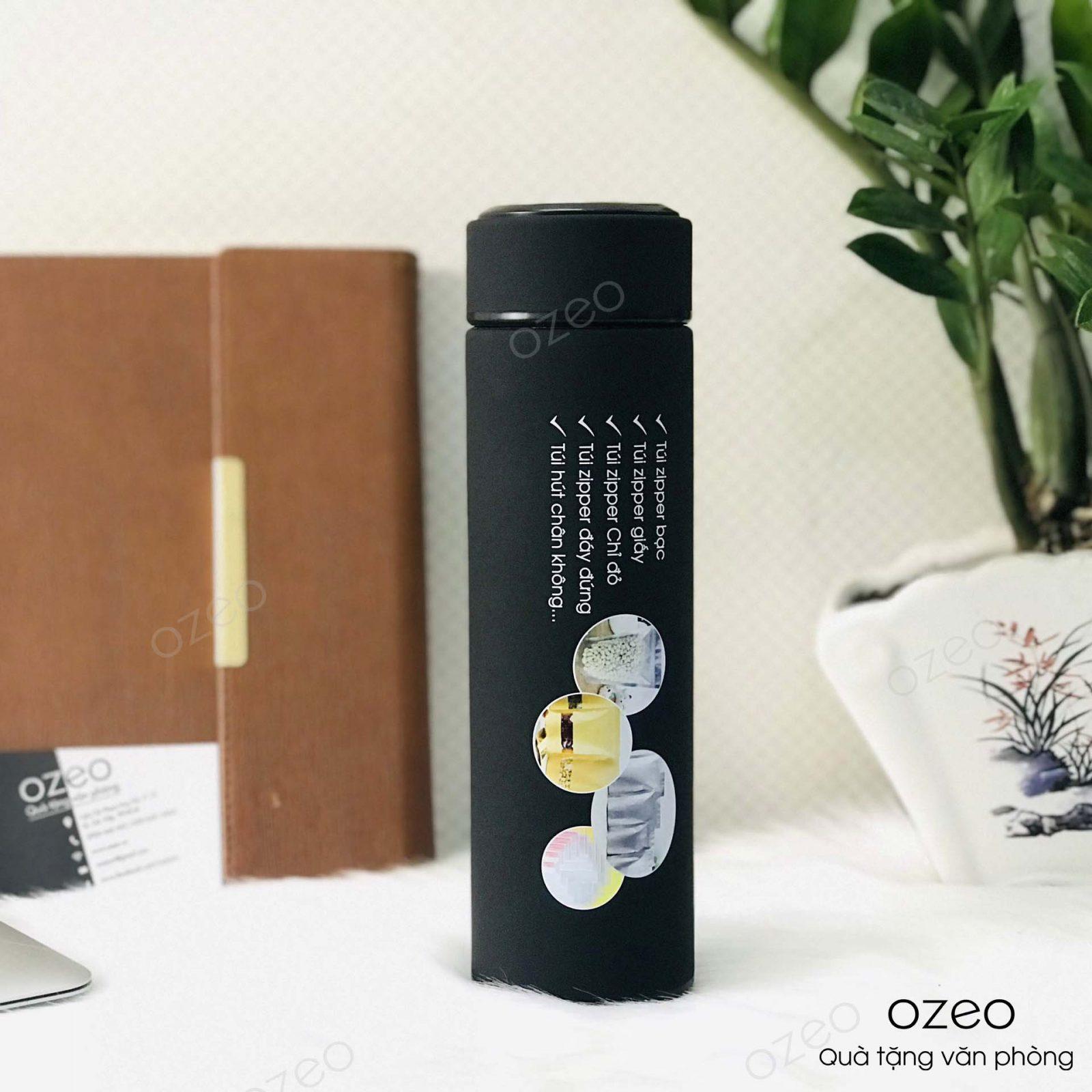 Bình giữ nhiệt GN01Đ màu đen in ấn thông tin và hình ảnh sản phẩm làm quà tặng doanh nghiệp.