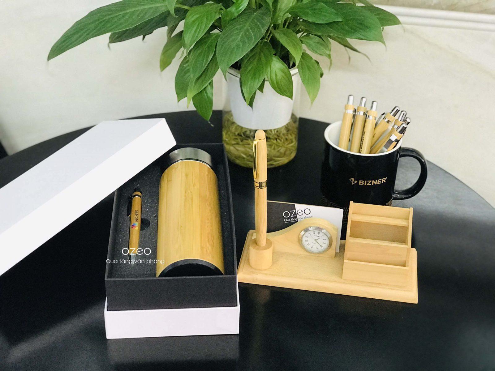 Tham khảo thêm một số hình ảnh của Bộ quà tặng Giftset bình giữ nhiệt vỏ tre và bút gỗ tre.