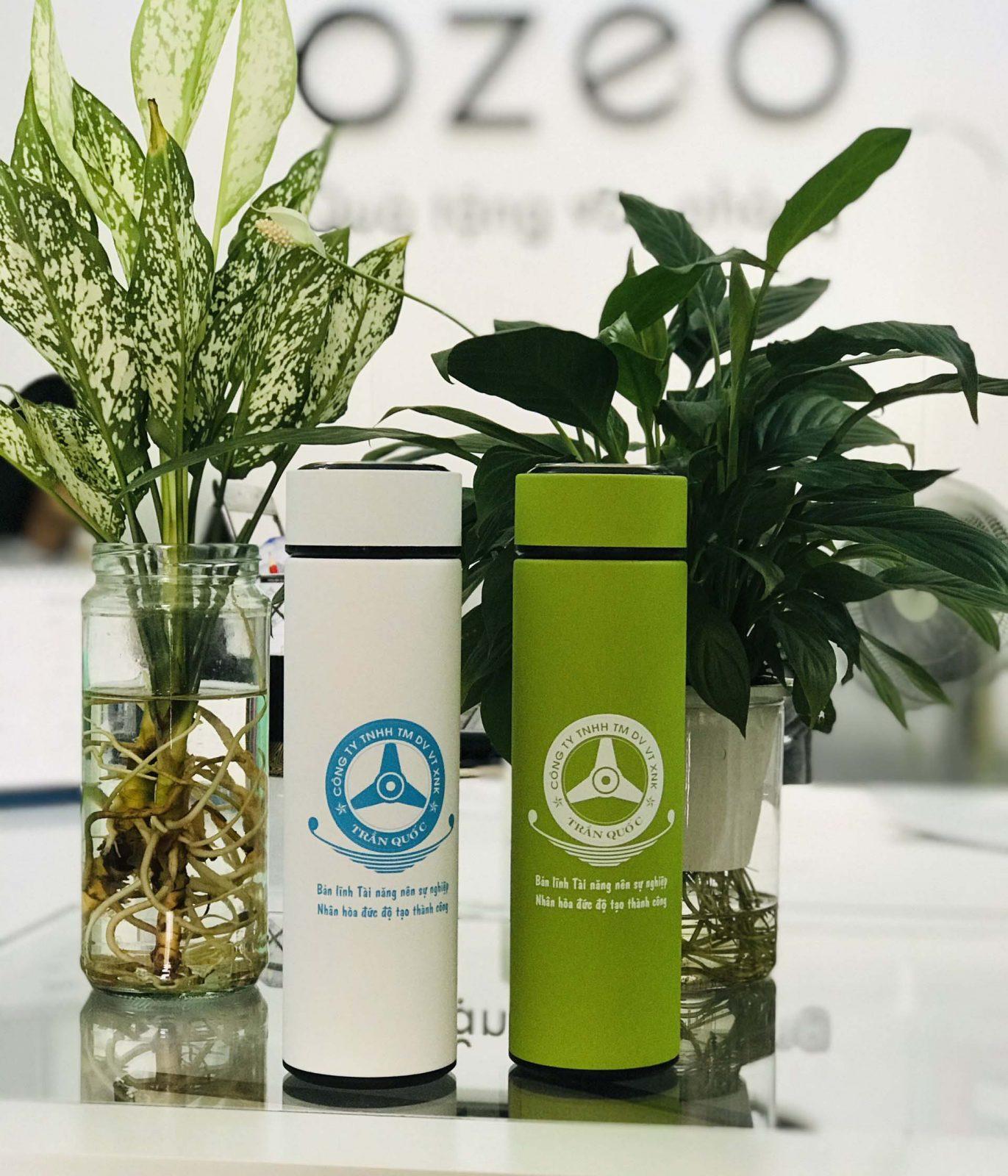 Bình giữ nhiệt inox in logo doanh nghiệp làm quà tặng tri ân khách hàng, đối tác