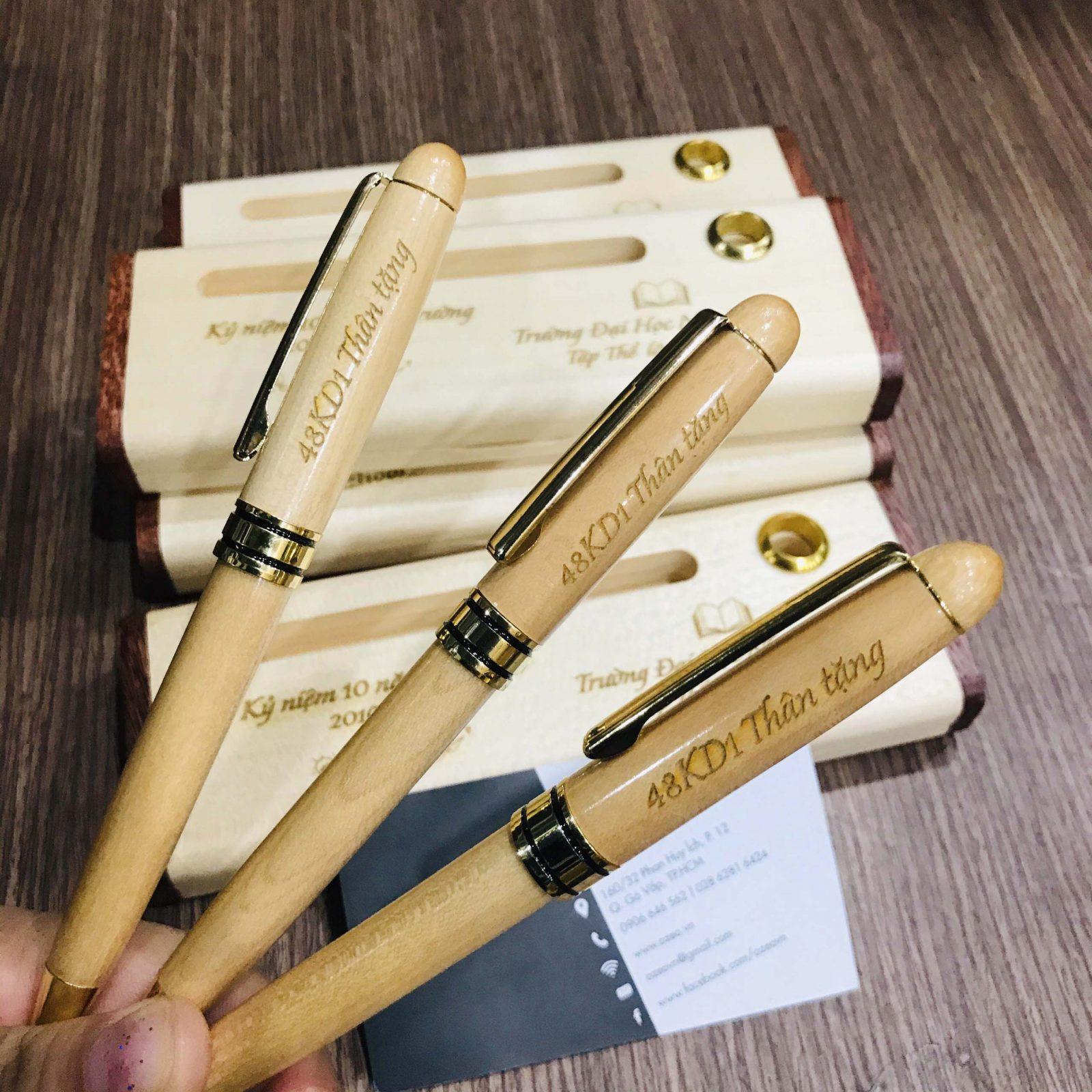 Bút gỗ xoay BG011 khắc tên làm quà tặng thầy cô giáo.