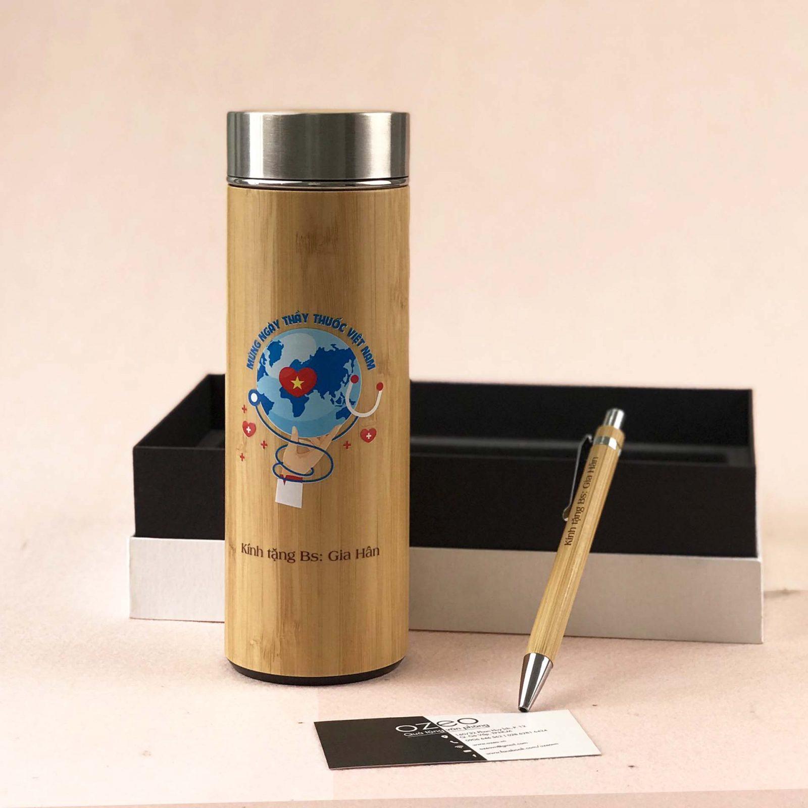 Bộ quà tặng bác sĩ gồm bút và bình giữ nhiệt in ấn theo thiết kế có sẵn - mẫu CBQTBS-T03