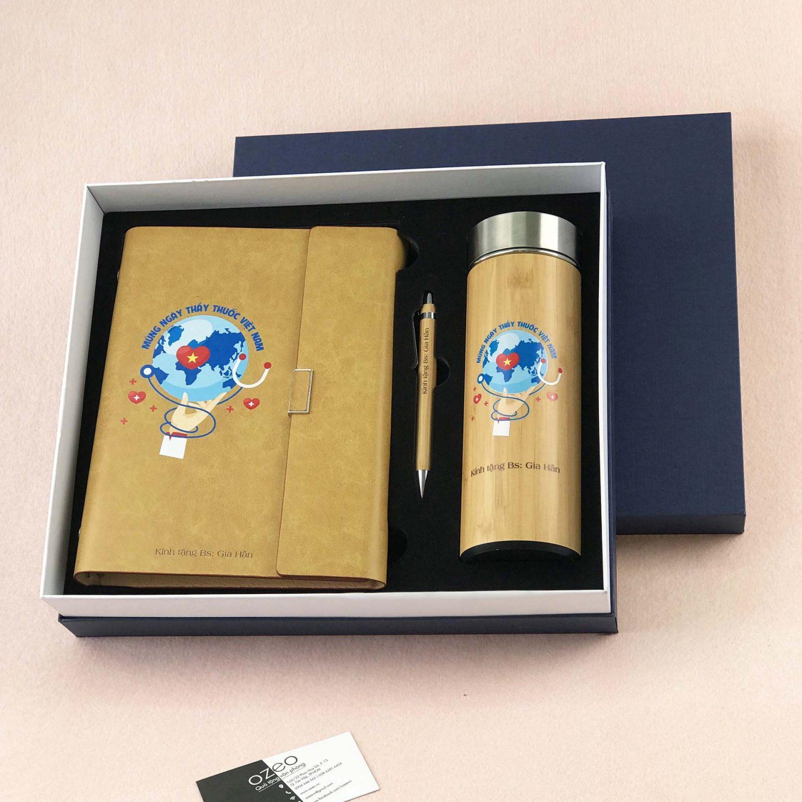 Bộ quà tặng bác sĩ gồm sổ kèm bút và bình giữ nhiệt in ấn theo thiết kế có sẵn - mẫu CBQTBS-T01