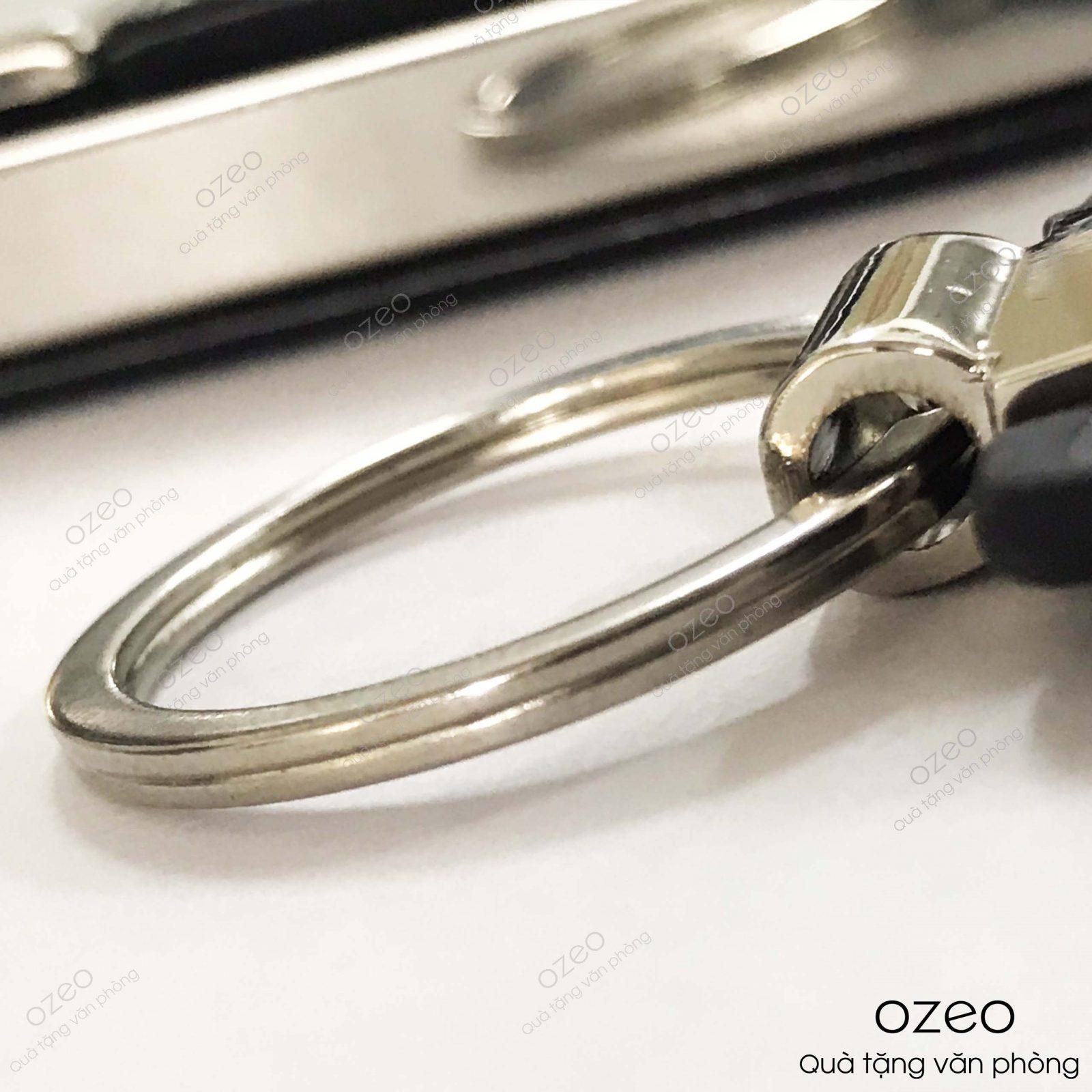 Phần khoen của móc khóa kim loại dây da MK004.