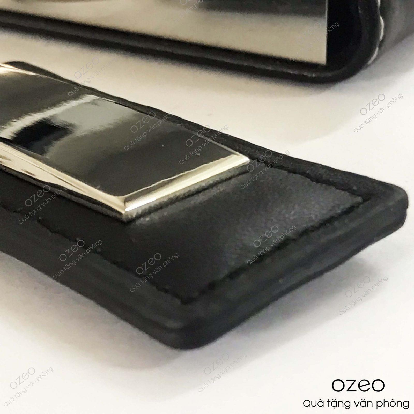 Phần da của móc khóa kim loại dây da MK004.