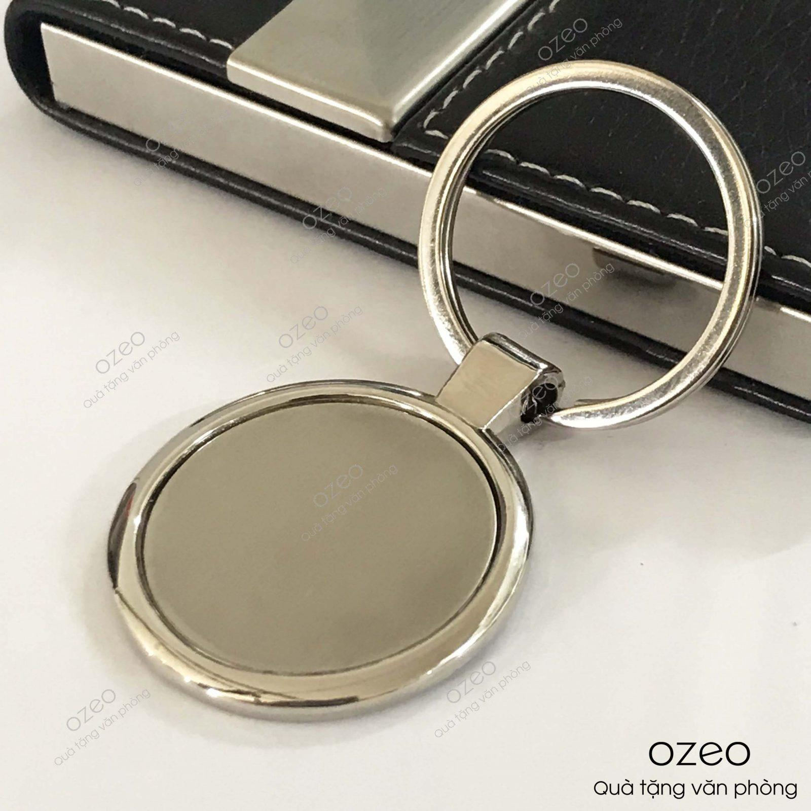 Mặt trước của móc khóa kim loại tròn MK001.