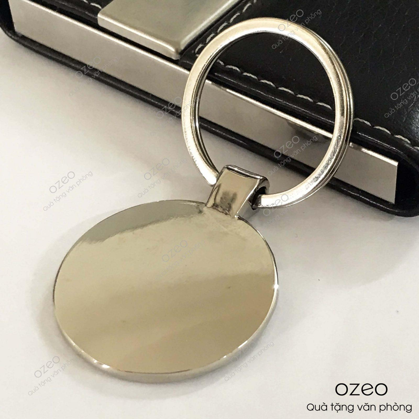 Mặt sau của móc khóa kim loại tròn MK001.