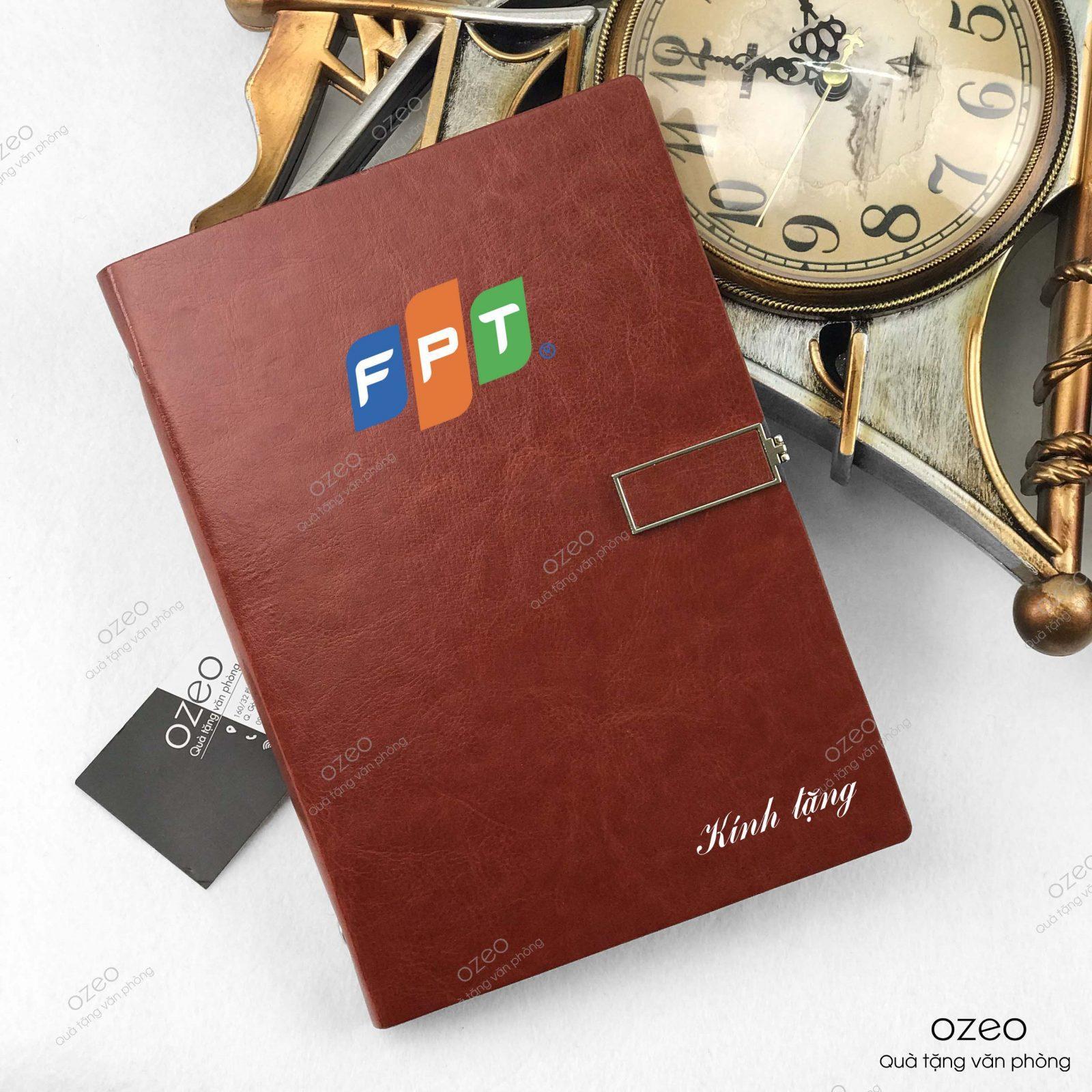 Sổ tay A5 khóa vuông màu nâu in logo FPT - quà tặng nhân viên.