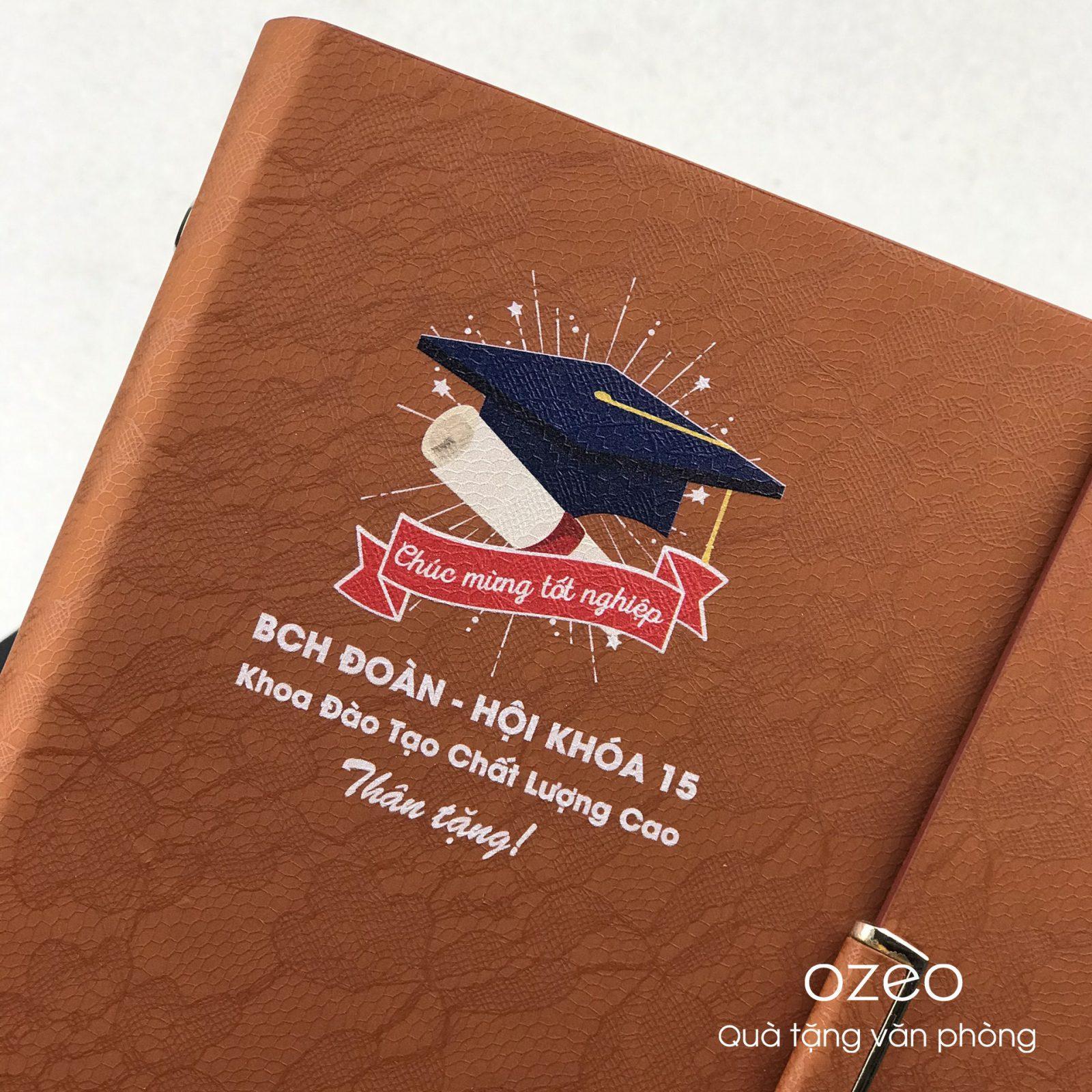 In logo, hình ảnh theo yêu cầu lên bìa sổ tay làm quà tặng sinh viên tốt nghiệp.